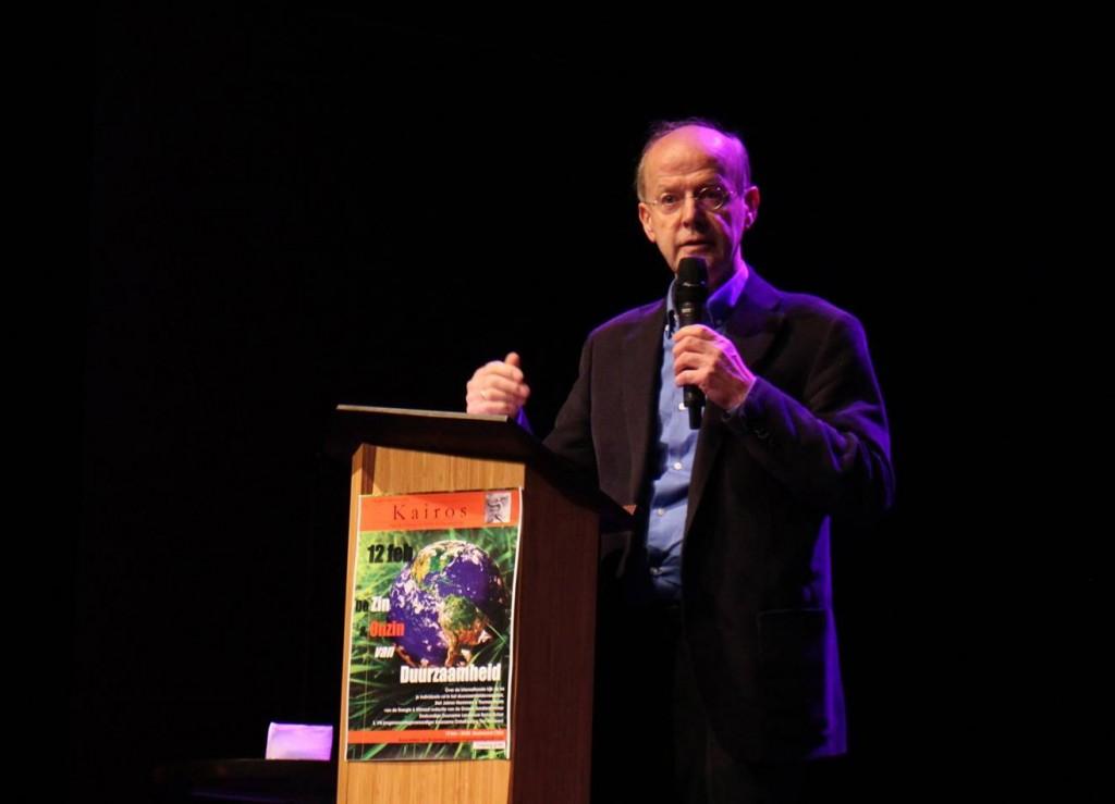 Foto Bertus Buizer bij zijn lezing voor studenten van UvA en VU op 12 februari 2015 - 1316 - 950